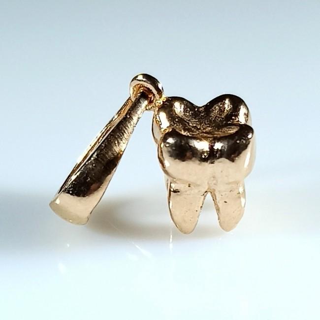 зуб серебряный
