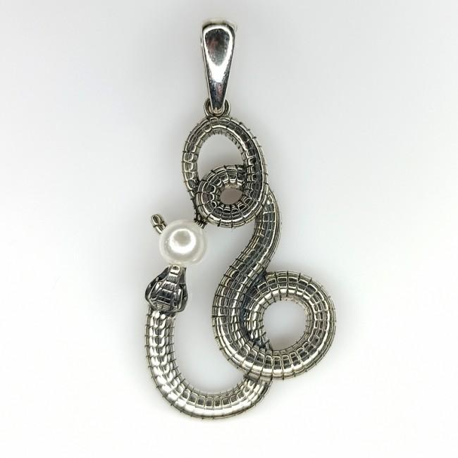 змея с жемчугом