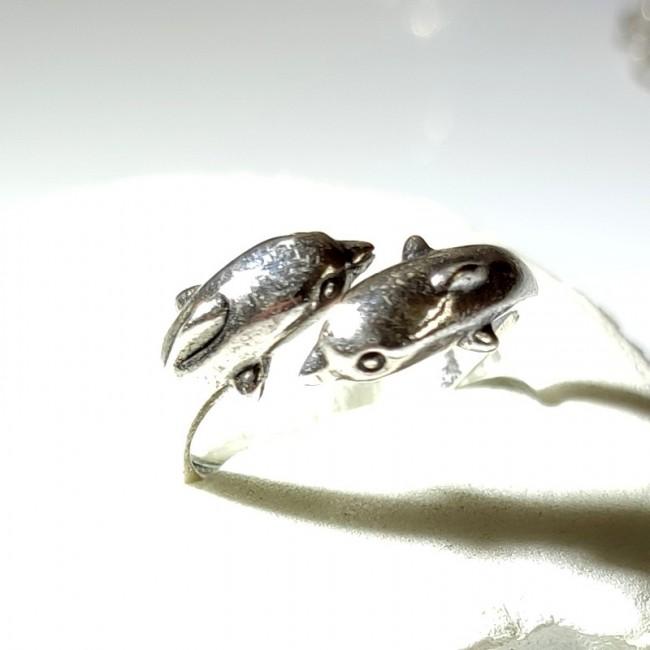 Кольцо дельфины серебро