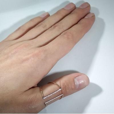 Кольцо золотое с фианитами.